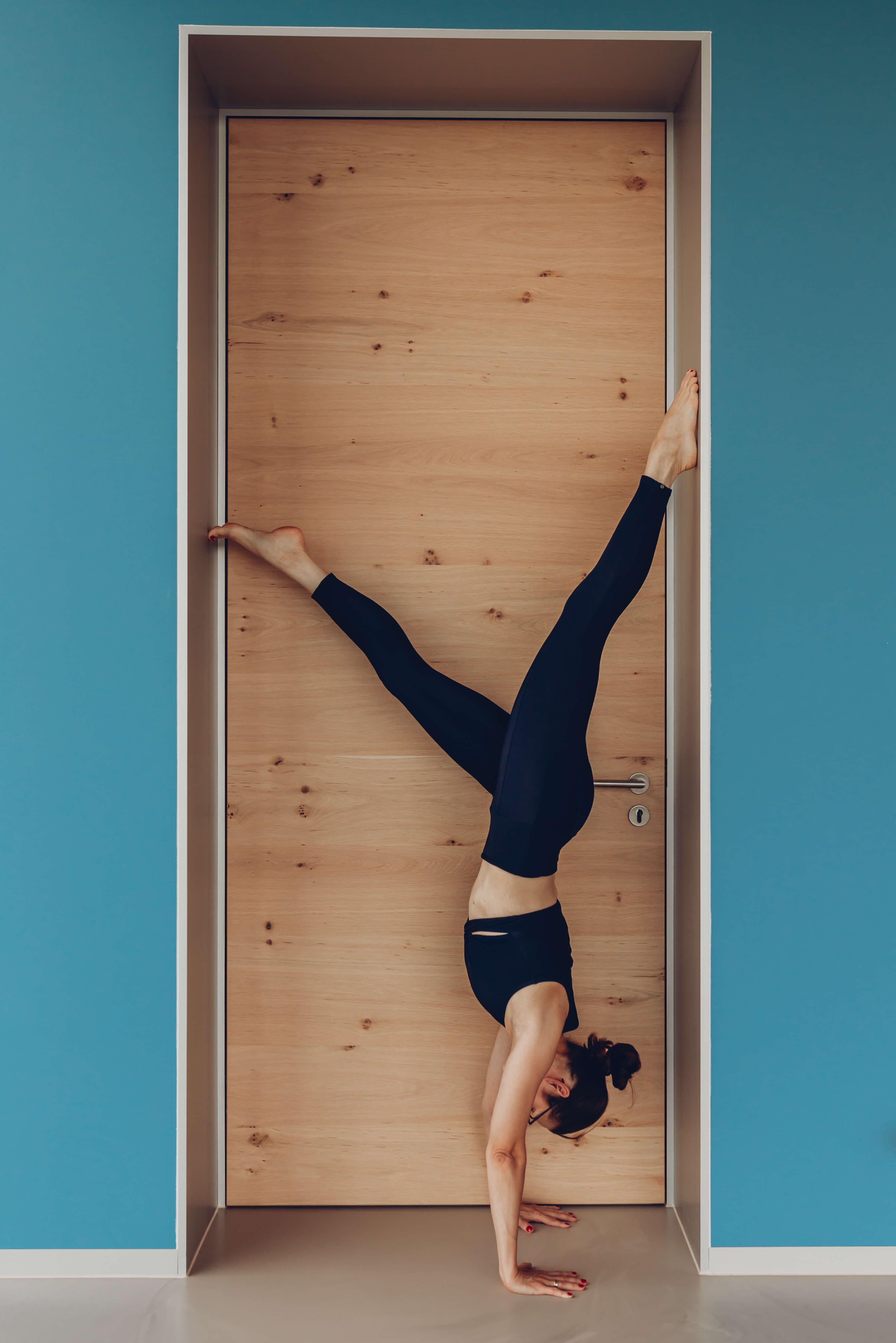 Yoga by Veronika, Handstand, Vrikshasana